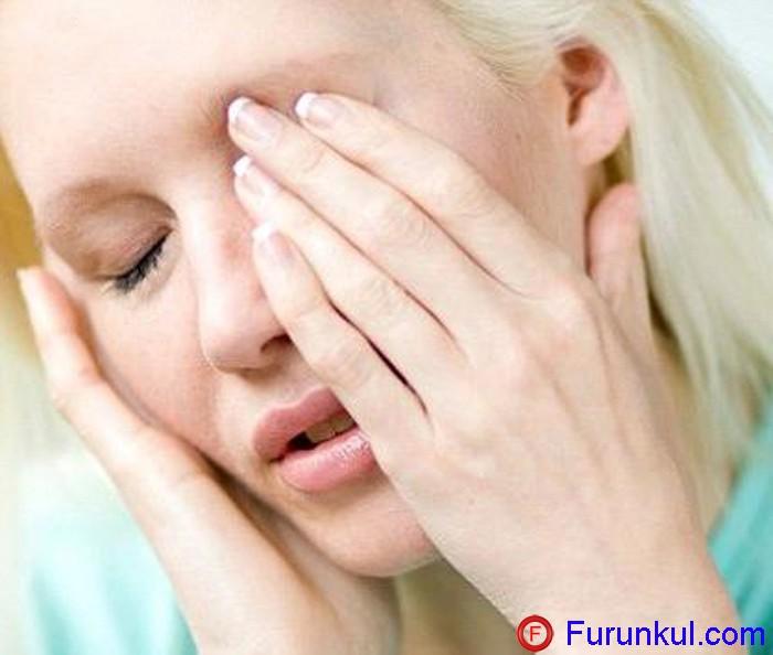 Симптомы фурункула верхнего века