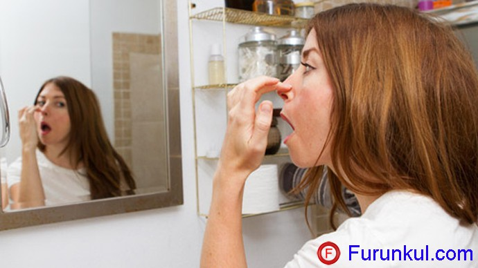 Причины фурункула на переносице