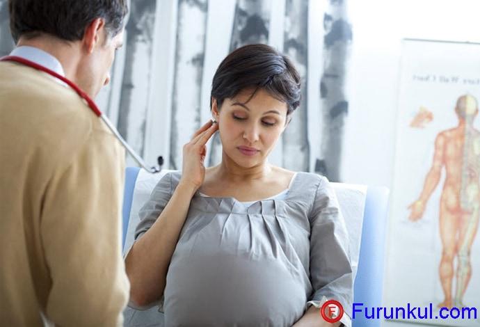 Как проявляется чирей при беременности