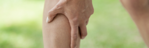 Почему зудят и чешутся ноги ниже колен