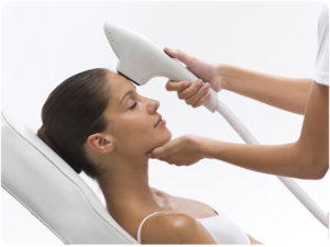 Насколько эффективна и безопасна процедура фототерапии