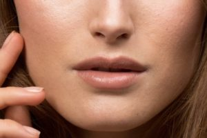 Что делать с широкими порами на коже лица